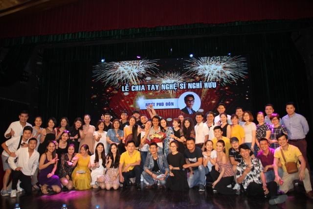 NSƯT Phú Đôn bùi ngùi chia tay sân khấu kịch sau hơn 40 năm gắn bó - 6