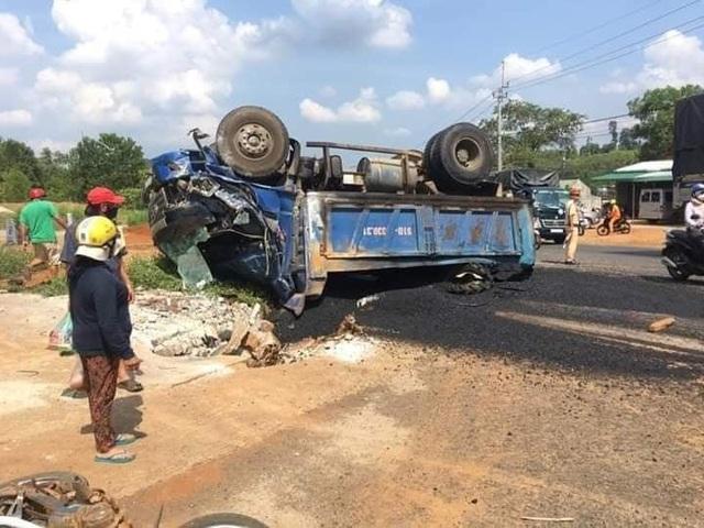 Bà tử vong, mẹ và con nguy kịch vì bị xe tải lùi trúng - 1