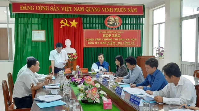 Cách tất cả chức vụ trong Đảng với Chủ tịch Hội chữ thập đỏ Vĩnh Long - 1