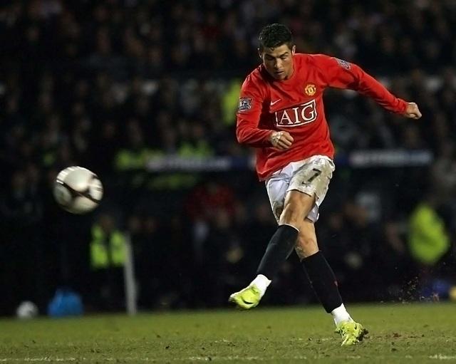 """C.Ronaldo đã """"lớn nhanh như thổi"""" như thế nào? - 2"""