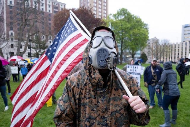 Hơn 300.000 người chết vì Covid-19 toàn cầu, ông Trump sắp tuyên bố về WHO - 1