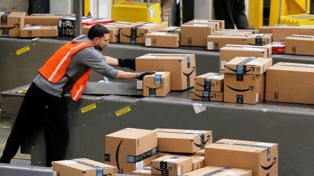 7 nhân viên tử vong, Amazon vẫn giấu kín tình trạng dịch bệnh trong công ty - 1