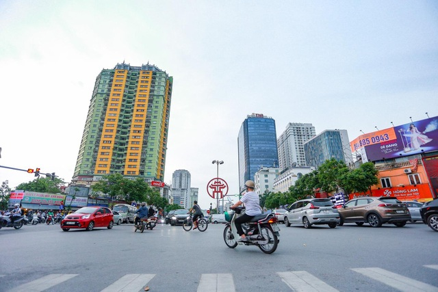 """Cận cảnh 5 tuyến đường được mệnh danh """"đắt nhất hành tinh"""" ở Hà Nội - 2"""
