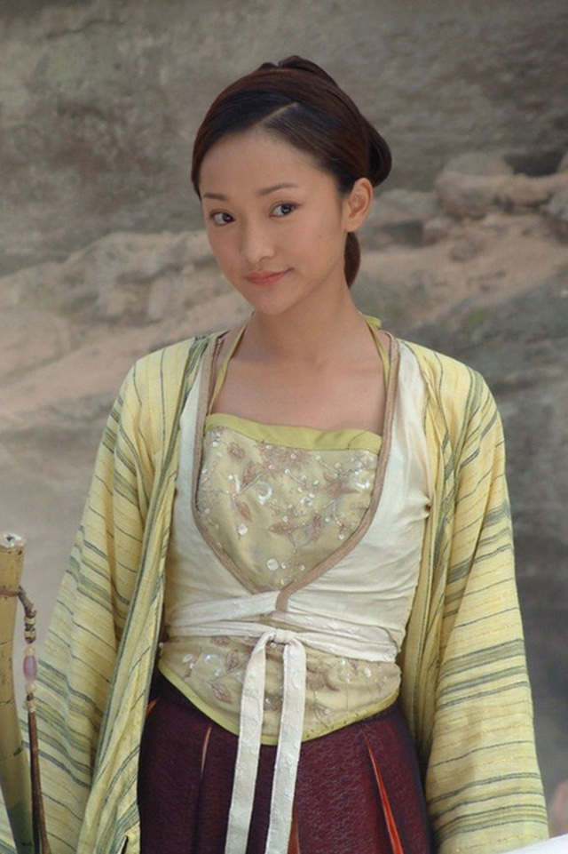 """Vẻ đẹp mong manh tựa """"khói sương"""" của Châu Tấn ở tuổi 45 - 1"""