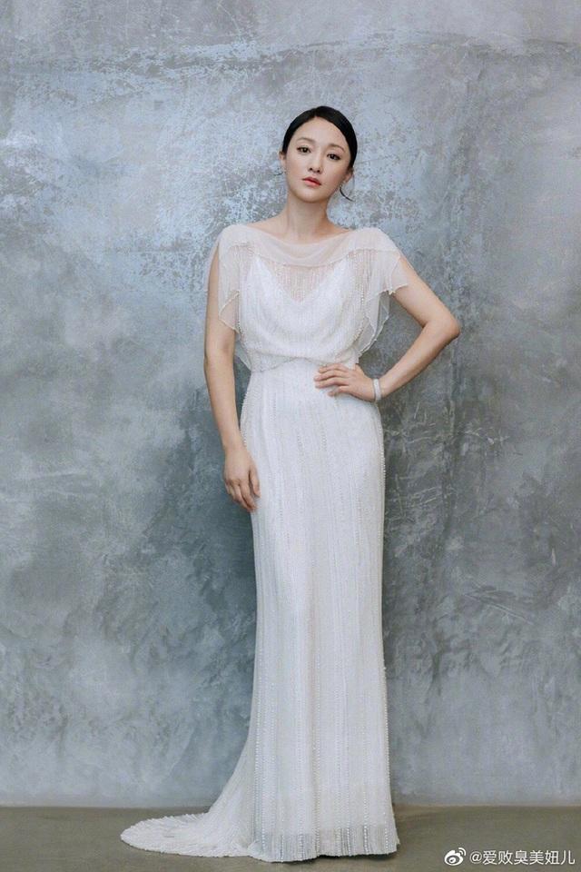 """Vẻ đẹp mong manh tựa """"khói sương"""" của Châu Tấn ở tuổi 45 - 20"""