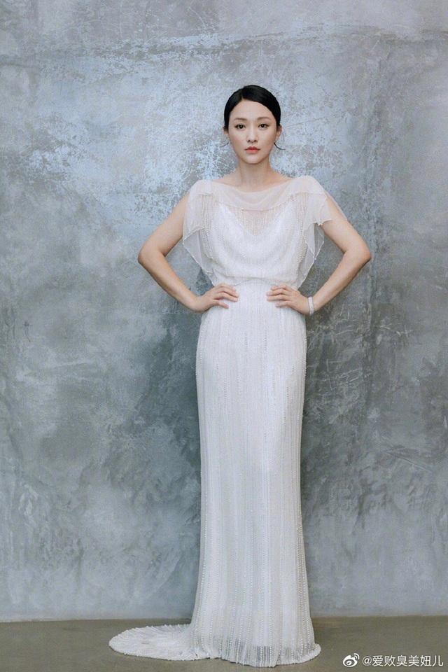 """Vẻ đẹp mong manh tựa """"khói sương"""" của Châu Tấn ở tuổi 45 - 19"""