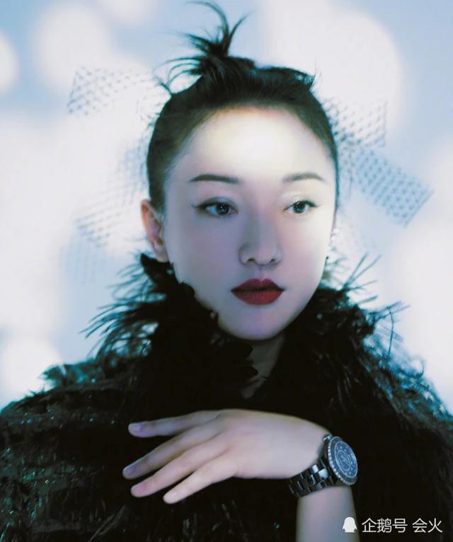 """Vẻ đẹp mong manh tựa """"khói sương"""" của Châu Tấn ở tuổi 45 - 9"""
