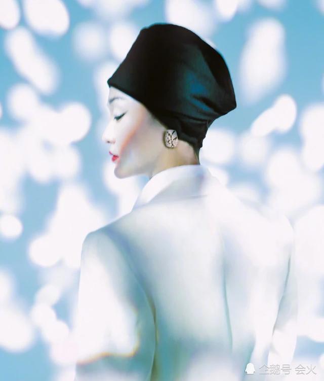 """Vẻ đẹp mong manh tựa """"khói sương"""" của Châu Tấn ở tuổi 45 - 10"""