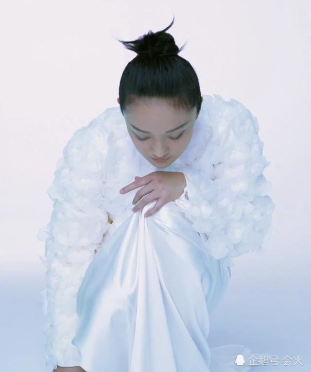"""Vẻ đẹp mong manh tựa """"khói sương"""" của Châu Tấn ở tuổi 45 - 11"""