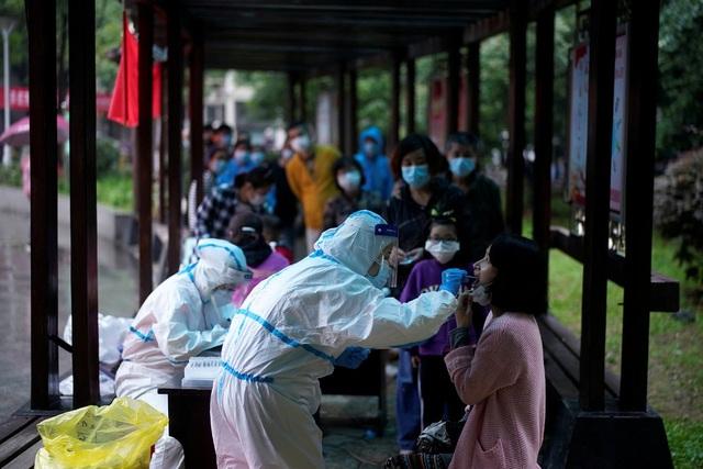 """Xét nghiệm 11 triệu dân, Vũ Hán đối mặt """"cuộc chiến 10 ngày"""" cam go - 1"""