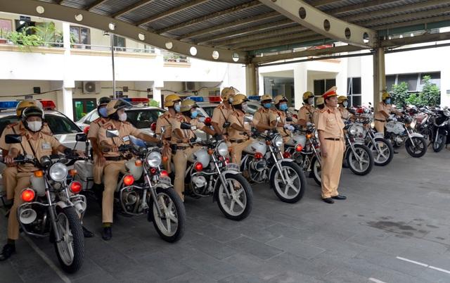 Phạt hàng trăm chủ xe trong ngày đầu ra quân tổng kiểm soát phương tiện - 2