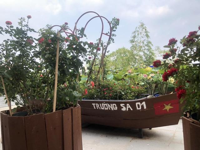 Doanh nhân 7x đào ao trồng sen đẹp hút hồn trên sân thượng 400m2 ở Sài Gòn - 15
