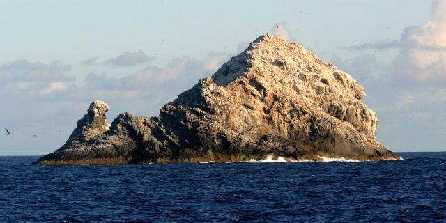 Núi lửa hình khiên lớn nhất Trái Đất nằm trên Quần đảo Hawaii - 1