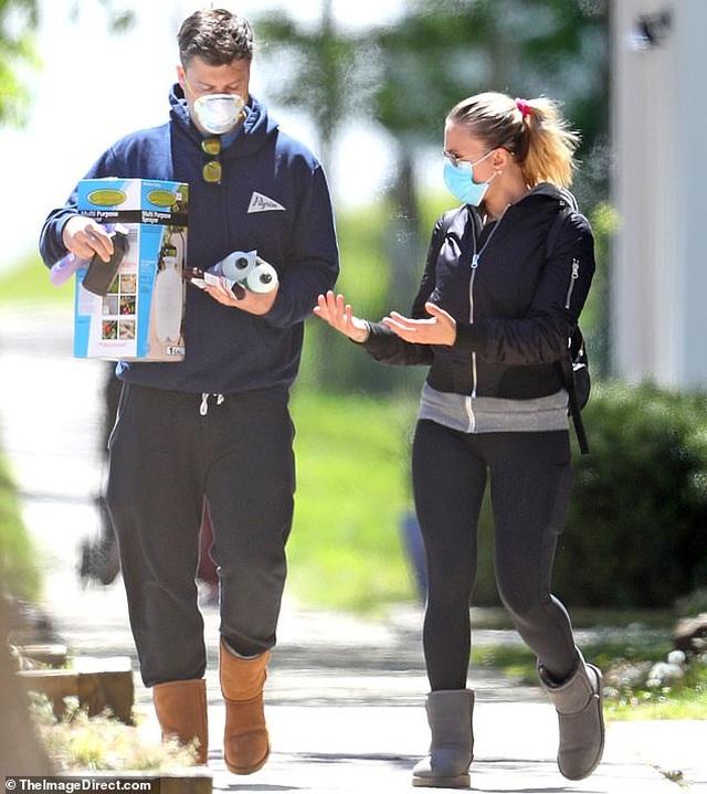 Kate Beckinsale hạnh phúc bên bạn trai kém 24 tuổi - 6