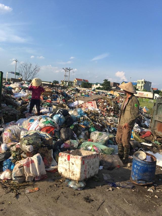 Kinh hãi cảnh dân sống khổ hơn chết cạnh bãi rác khủng giữa thủ đô! - 2