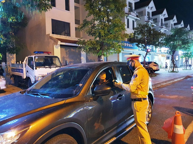 Tài xế ô tô bị phạt 35 triệu, tước GPLX 23 tháng do vi phạm nồng độ cồn - 14
