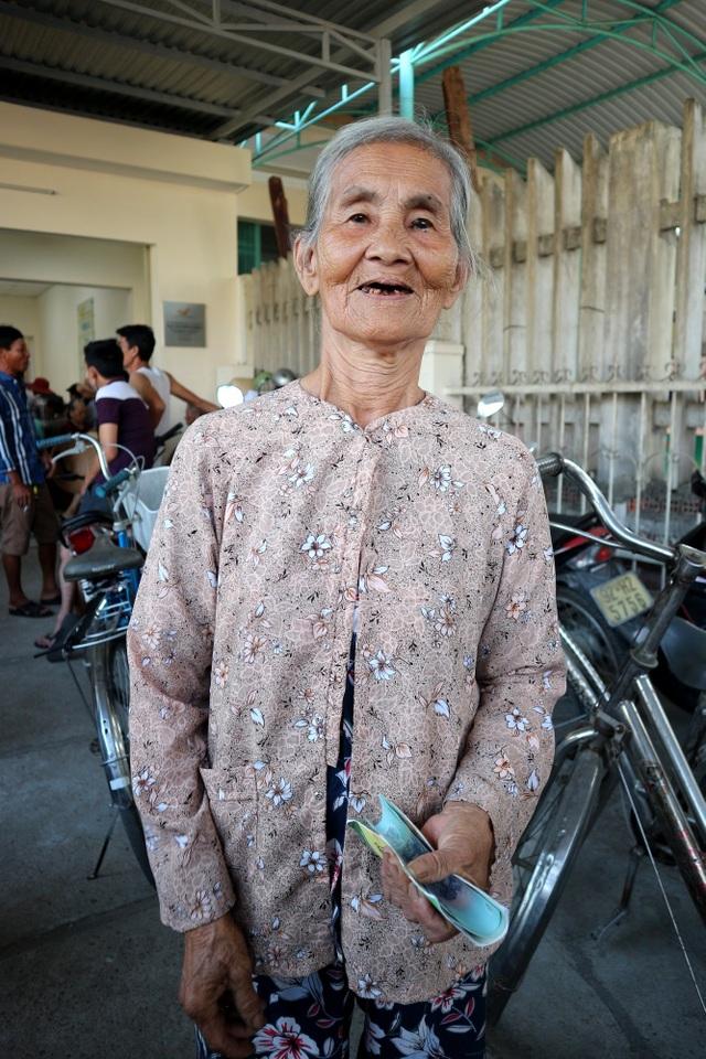 Nguoi dan Quang Nam vui mung nhan goi an sinh 62.000 tỉ