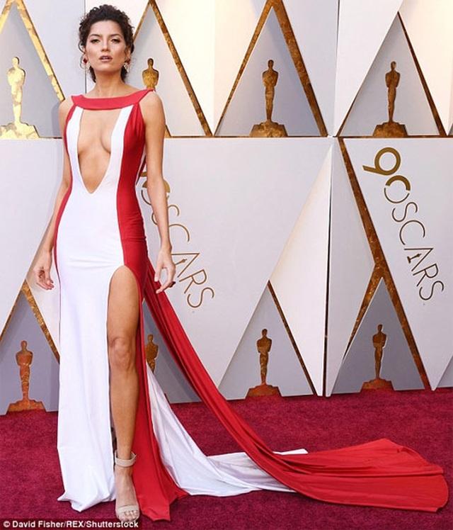 Mỹ nhân mặc hở bạo nhất trên thảm đỏ Oscar tái xuất gợi cảm - 7