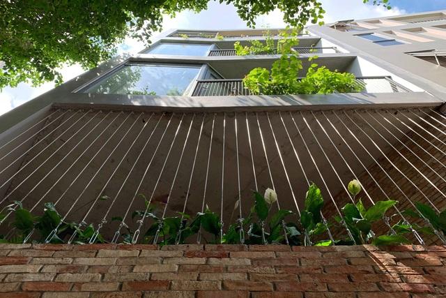 Độc chiêu giúp nhà ống ở Sài Gòn đẹp hút hồn dù xây trên đất méo - 1