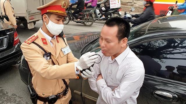 """Hơn 300 tài xế """"ma men"""" bị xử phạt trong ngày đầu tổng kiểm soát - 1"""