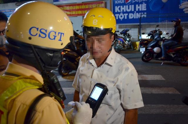 Tài xế xin CSGT... phạt luôn, không cần đo nồng độ cồn - 1
