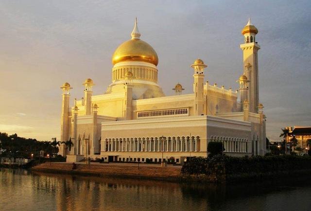 Choáng ngợp cung điện dát vàng lớn nhất thế giới tại Đông Nam Á - 1