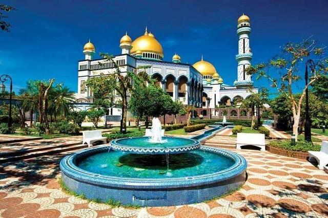 Choáng ngợp cung điện dát vàng lớn nhất thế giới tại Đông Nam Á - 2
