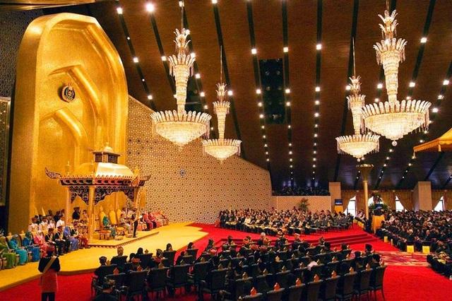 Choáng ngợp cung điện dát vàng lớn nhất thế giới tại Đông Nam Á - 4