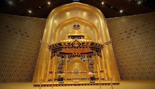 Choáng ngợp cung điện dát vàng lớn nhất thế giới tại Đông Nam Á - 6