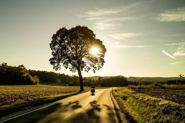 Cần lưu ý gì khi đi xe máy trong thời tiết nắng nóng? - 1
