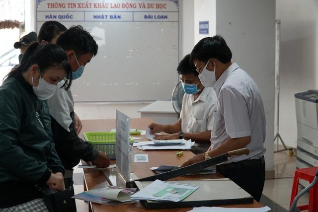 Bình Dương: Hơn 20.000 công nhân nhận trợ cấp thất nghiệp sau dịch Covid-19 - 4
