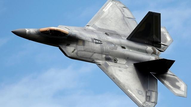 """Video """"Chim ăn thịt"""" F-22 rơi tại Mỹ, phi công thoát hiểm trong gang tấc - 1"""