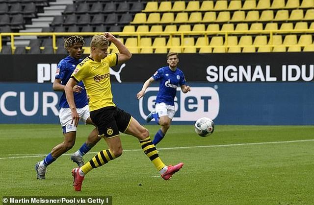 Erling Haaland tỏa sáng, Borussia Dortmund thắng dễ Schalke - 1