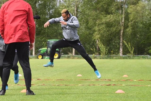Đáp trả những chỉ trích, Văn Hậu rạng rỡ trên sân tập cùng SC Heerenveen - 7