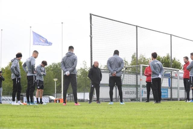Đáp trả những chỉ trích, Văn Hậu rạng rỡ trên sân tập cùng SC Heerenveen - 2