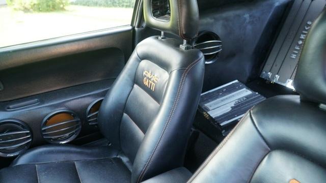 Hô biến Honda Civic thành… siêu xe Bugatti Veyron - 21