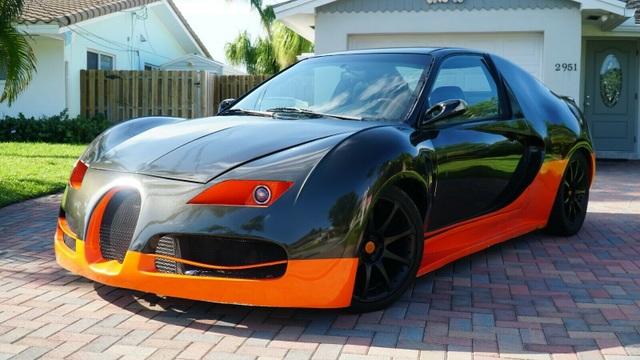 Hô biến Honda Civic thành… siêu xe Bugatti Veyron - 1