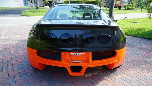 Hô biến Honda Civic thành… siêu xe Bugatti Veyron - 11