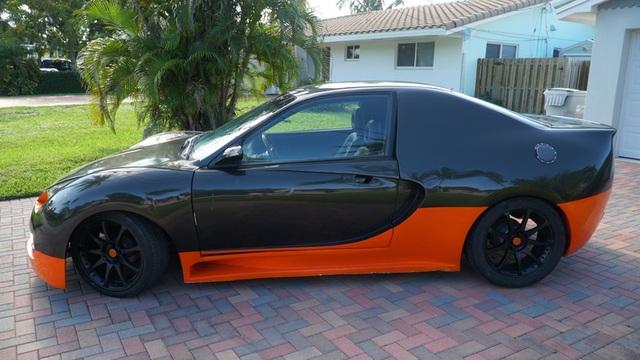 Hô biến Honda Civic thành… siêu xe Bugatti Veyron - 2