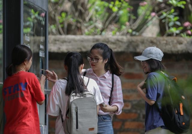 Hà Nội: Thắng cảnh, di tích thưa vắng khách trong ngày mở cửa trở lại - 3