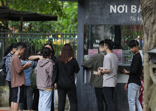 Hà Nội: Thắng cảnh, di tích thưa vắng khách trong ngày mở cửa trở lại - 2