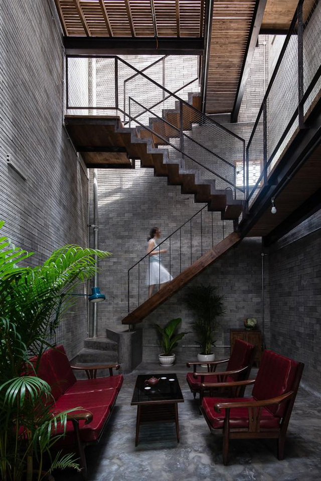 Độc đáo ngôi nhà mang phong cách thiền tĩnh lặng giữa lòng Sài Gòn - 1