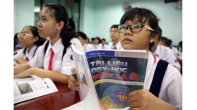 """Biên soạn sách giáo khoa mới, Bộ Giáo dục """"trâu chậm… uống nước đục""""? - 1"""