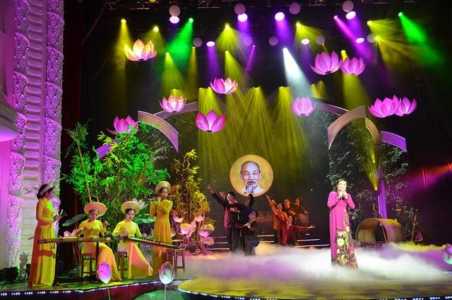 Nghệ sĩ quốc tế biểu diễn kỷ niệm 130 năm ngày sinh Chủ tịch Hồ Chí Minh - 1