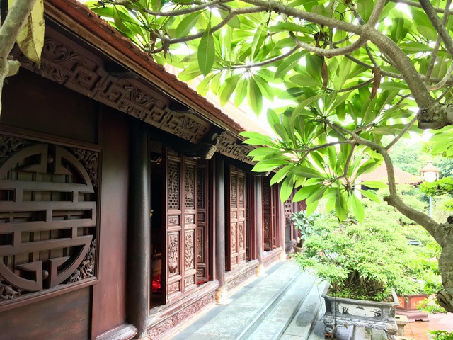 Đại gia Việt tuổi xế chiều chi tiền tỷ xây nhà gỗ truyền thống - 5