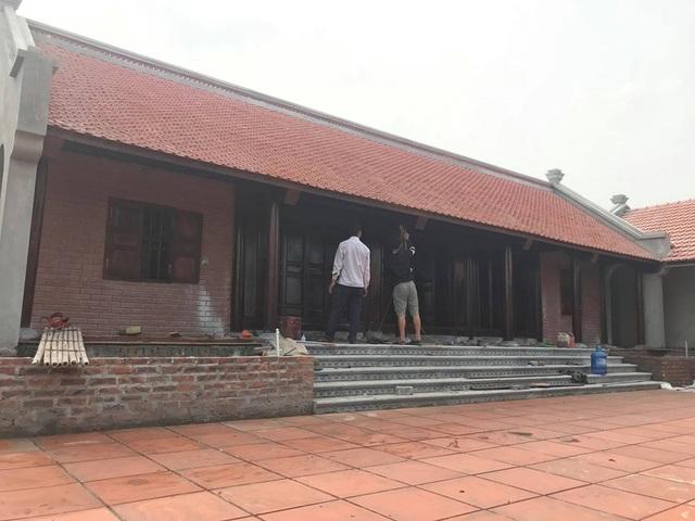 Đại gia Việt tuổi xế chiều chi tiền tỷ xây nhà gỗ truyền thống - 2