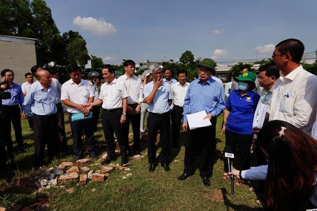 Bí thư Nguyễn Thiện Nhân thị sát thực trạng xây dựng ở Bình Chánh - 4