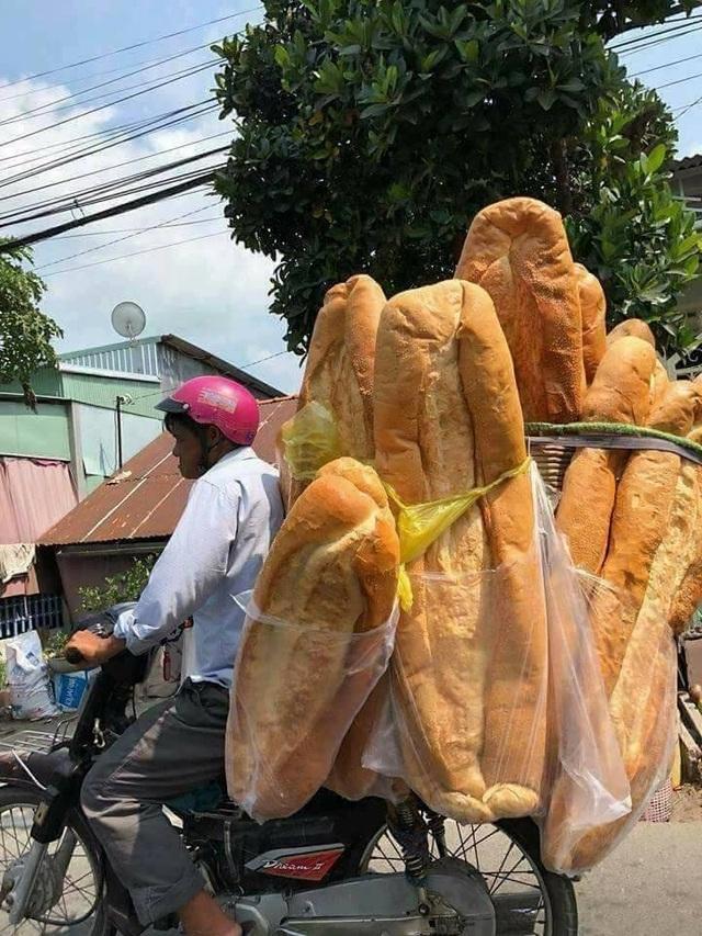 Báo nước ngoài giới thiệu bánh mỳ khổng lồ Việt Nam - 2