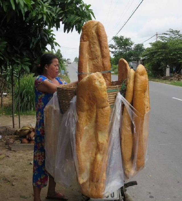 Báo nước ngoài giới thiệu bánh mỳ khổng lồ Việt Nam - 3