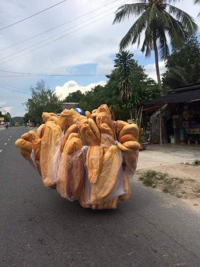 Báo nước ngoài giới thiệu bánh mỳ khổng lồ Việt Nam - 4